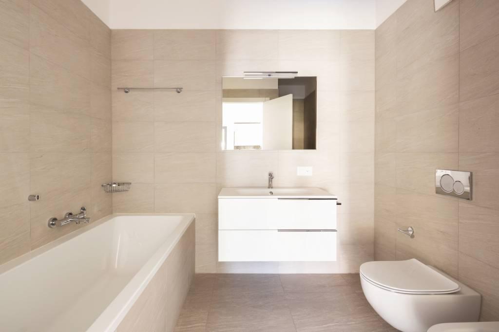 5 id es faciles et conomiques pour une d coration de salle de bain r ussie maison online. Black Bedroom Furniture Sets. Home Design Ideas